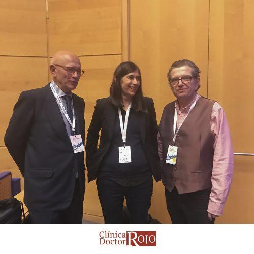 El Dr. José Luis Rojo con María Blasco y José Viña.